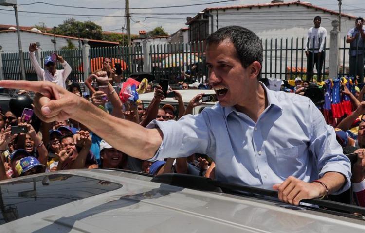 """Guaidó dice que Maduro no le verá """"la cara de tonto"""" por invitación a diálogo"""