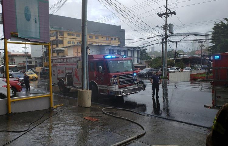 Bomberos controlan incendioen El Ingenio