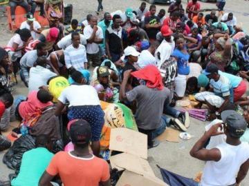 Aldea de Panamá acoge migrantes desesperados por llegar al norte