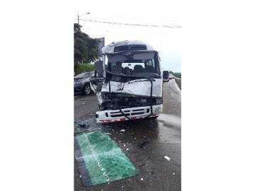 Diez heridos tras colisión de un bus coaster en Capira