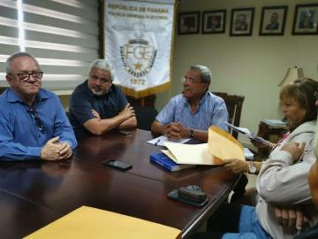 Miembros del FAD se reúnen con el fiscal electoral