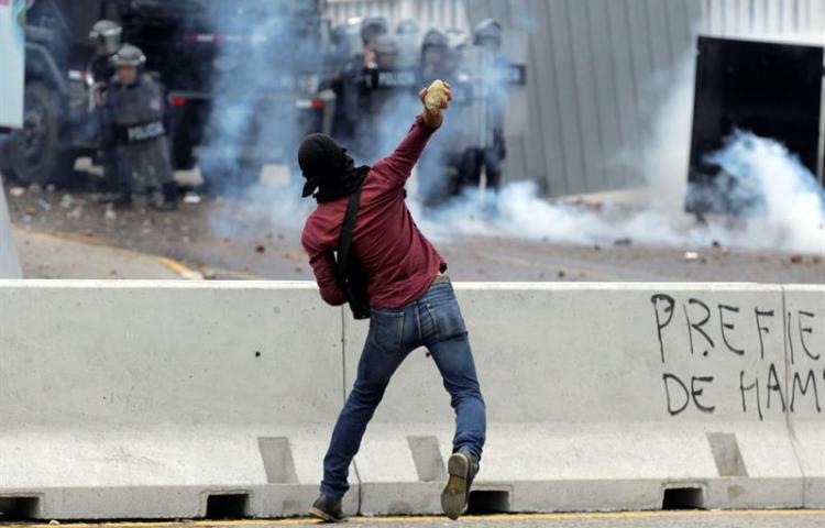 Protestas de maestros y médicos paralizan parte de Honduras y generan caos
