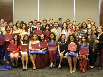 Panameños se gradúan con honores en EE.UU.