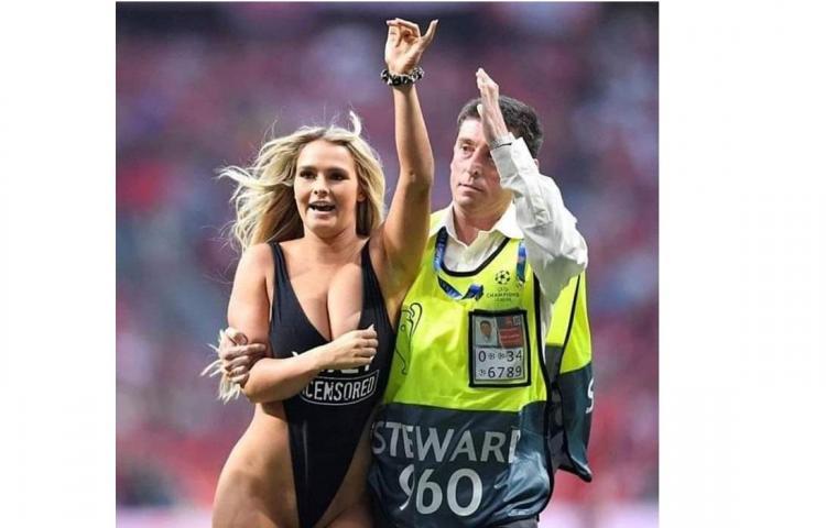 Sensuales fotos deKinsley Wolanski, la chica que irrumpió en la final de la Champions