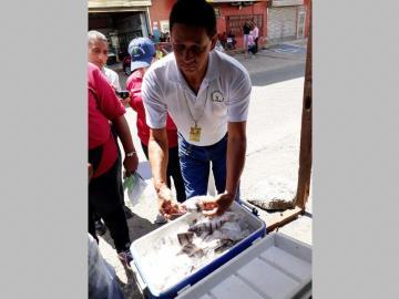 Le caen a vendedores ambulantes de avenida Las Américas