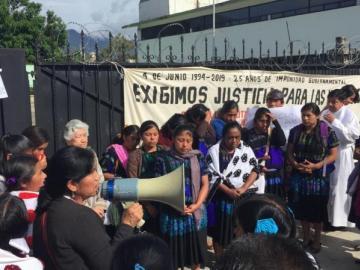 Indígenas violadas por militares hace 25 años exigen justicia en México