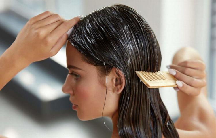 Hidrate el cabello con frecuencia