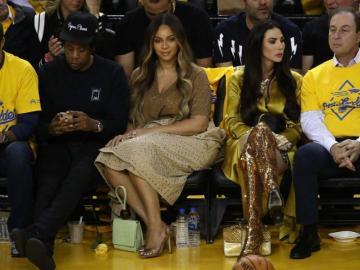 Beyoncé 'se deshace' de mujer que platicaba con Jay-Z