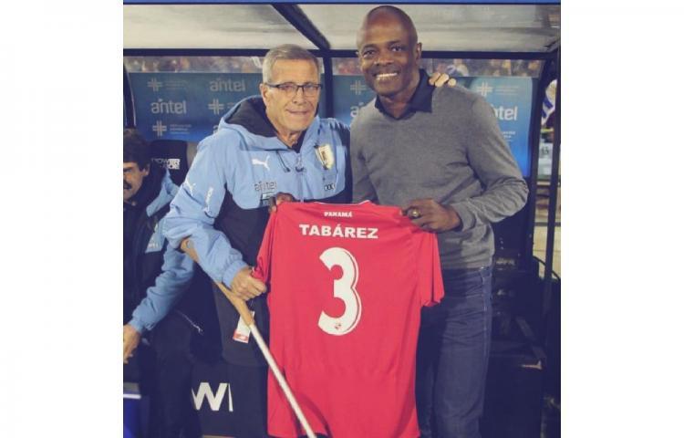 """Dely Valdés: """"Que sea entrenador tiene que ver con haber conocido a Tabárez"""""""