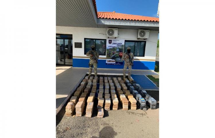Detienen a 3 colombianos con presunta cocaína