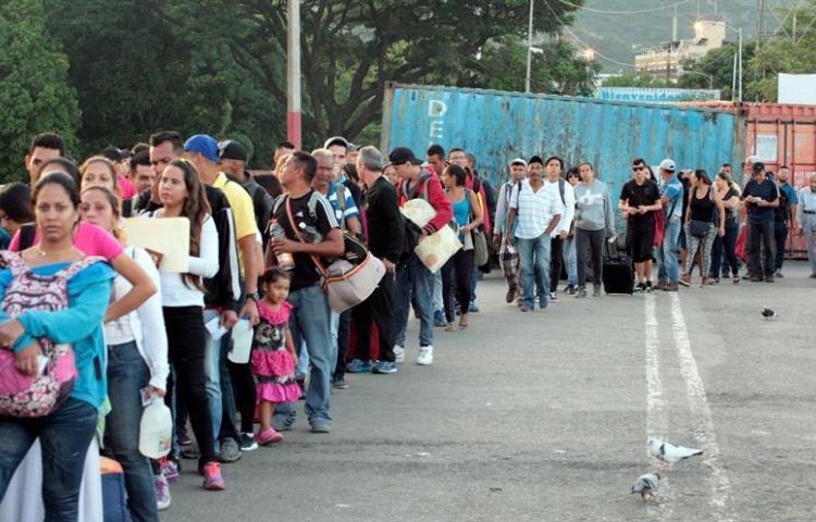 Venezuela reactiva el paso peatonal en su frontera más dinámica con Colombia