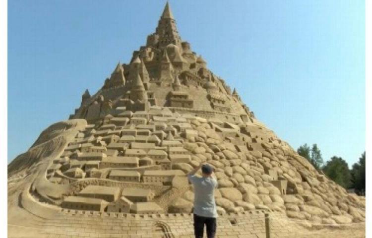Castillo de arena, el más grande del mundo