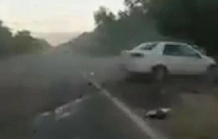 Un taxista borracho atropelló y mató a un motociclista que resultó ser su primo