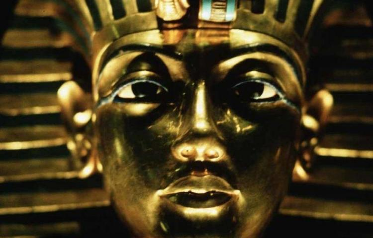 Subastan busto de Tutankamón