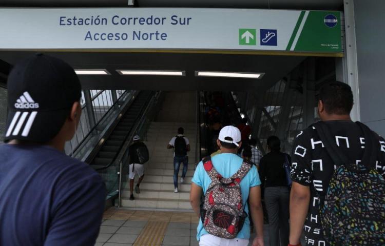 Usuarios se quejan del servicio de la Línea 2 del Metro
