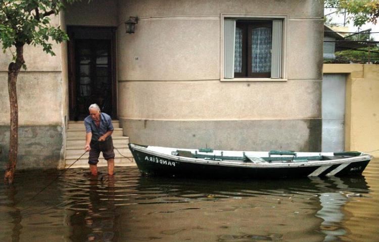 5.400 desplazados por lluvias en Uruguay