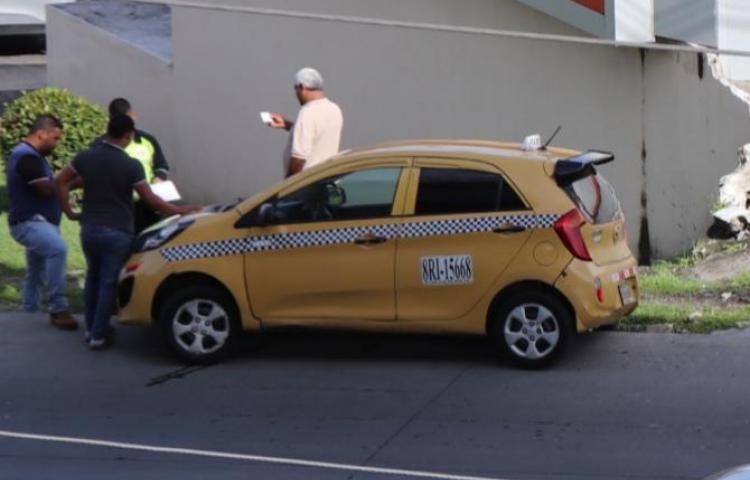 Conductores se tiran piedra y se dan palo en plena calle
