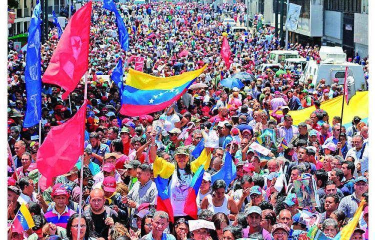 Maduro justifica crisis ante Bachelet