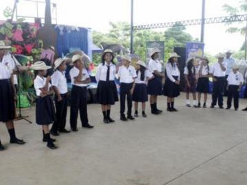 Niños cantaron por el ambiente