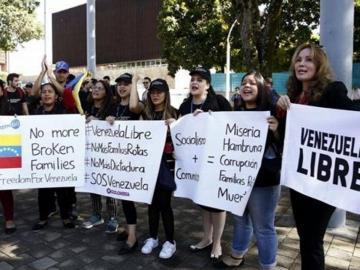 Venezolanos piden libertad y democracia