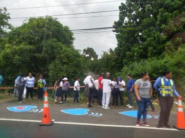 Pintan corazones azules en lugar donde ocurrió accidente en Las Cumbres