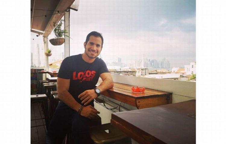 El actor y cantante Elmis Castillo tiene 'La mano floja'
