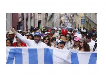 Multitudinaria manifestación en defensa de la familia tradicional en Ecuador