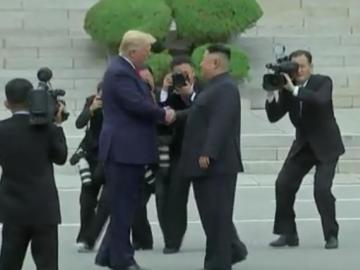 La improvisada e histórica cumbre de Trump y Kim logra reactivar el diálogo