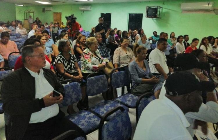 Nueva ministra ya se enfrenta a paro de clases en el 'Moscote'