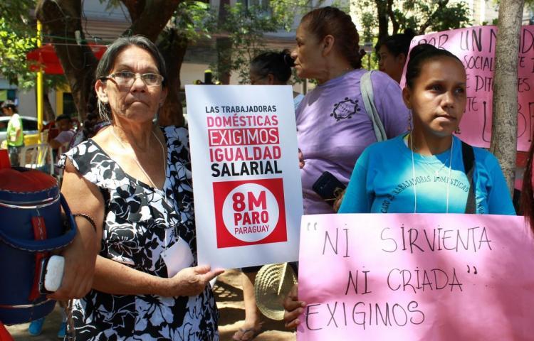 Empleadas domésticas paraguayas celebran victoria histórica de salario mínimo