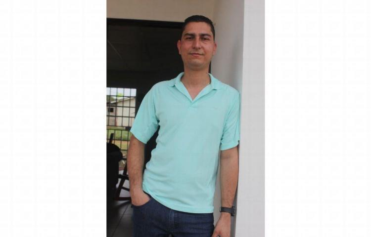 Le hurtan cinco acordeones a Rogelio Ávila