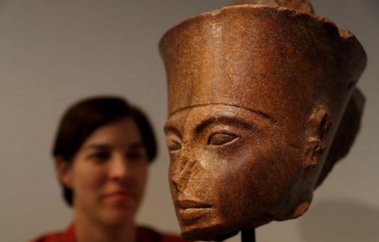Se dio siempre subasta del busto de Tutankamón