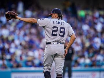 Padres y Dodgers juegan en medio del terremoto; Walker pega dos jonrones