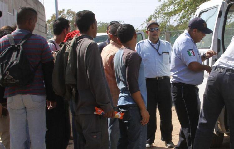 EE.UU. deporta a cientos de guatemaltecos cada semana