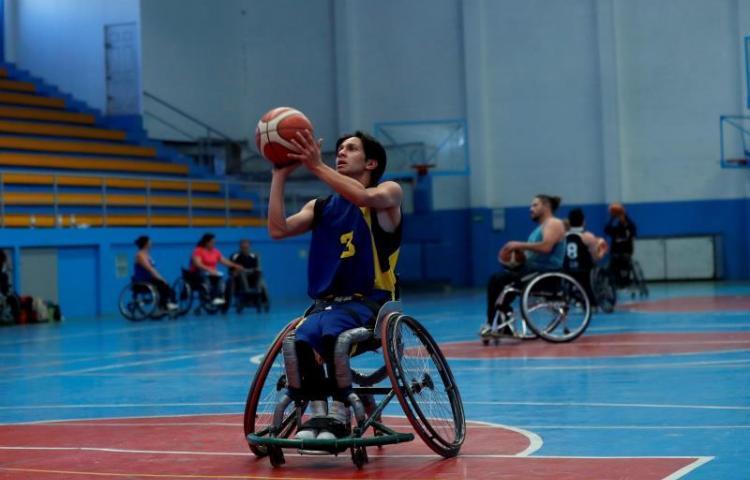 Una clínica de baloncesto en silla de ruedas para superarse