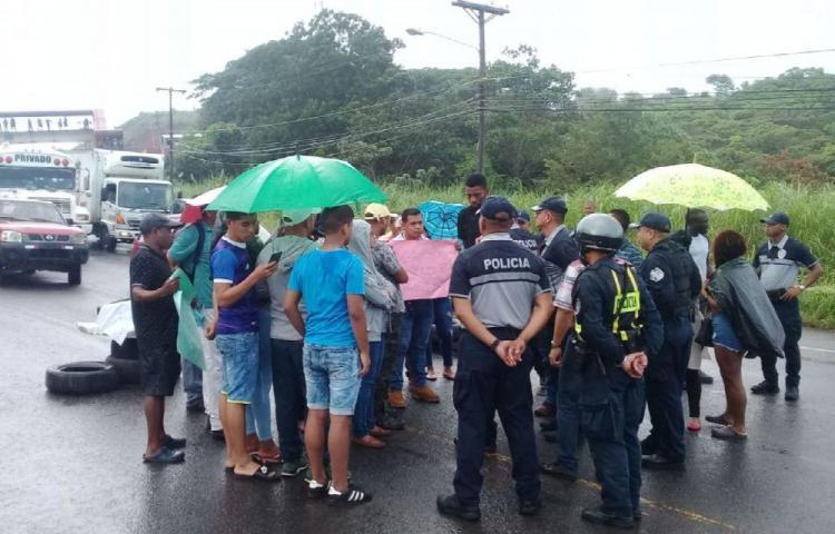 Tira y jala por terrenos en Colón, temen ser desalojados