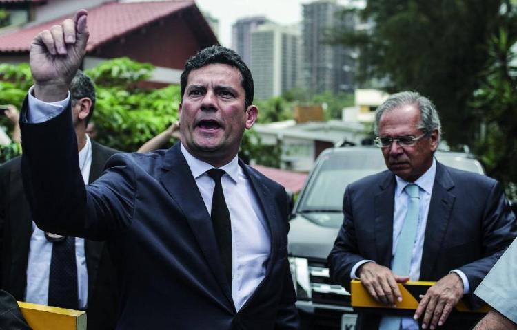 Moro pide licencia de 5 días en medio de cuestionamientos por caso Lava Jato