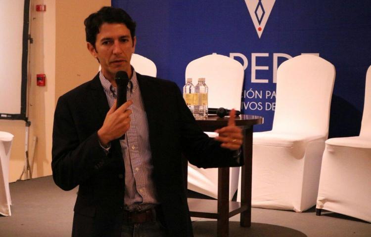 """Nuevo ministro de Turismo de Panamá dice que situación de sector es """"critica"""""""