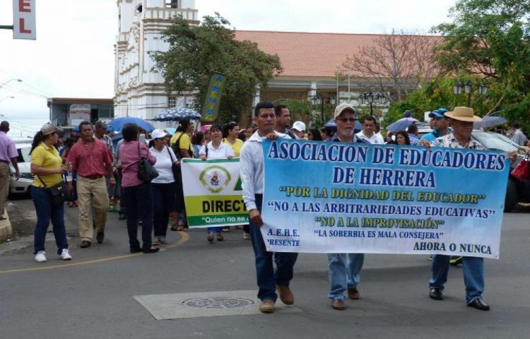 Docentes de Herrera apoyan marcha y paro