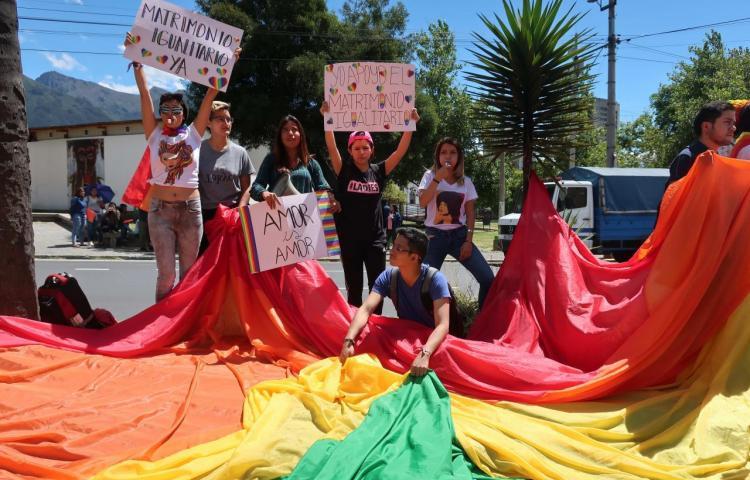 LGTBI de Ecuador celebra matrimonio igualitario y busca adopción homoparental