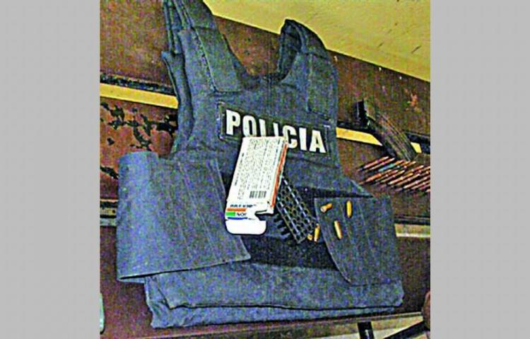 Hurtan chaleco en la policía