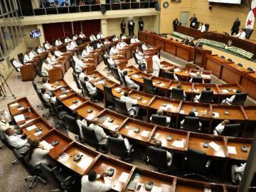 16 diputados con licencia para ejercer la abogacía y legislar