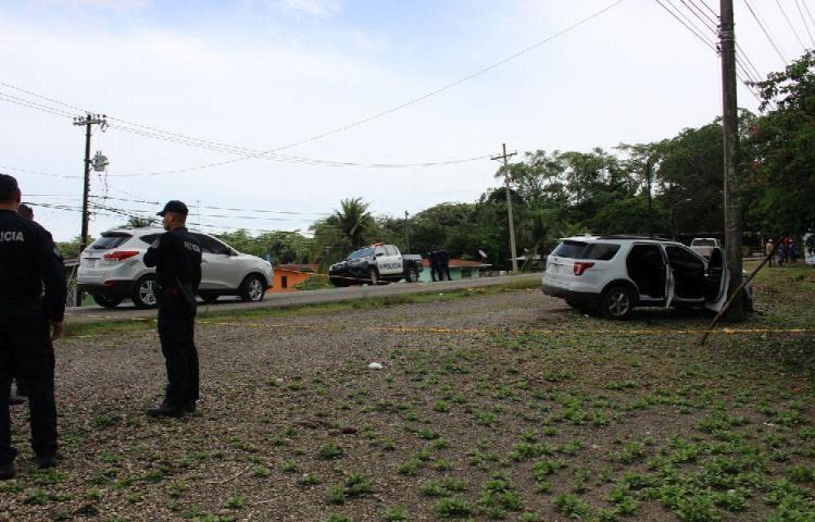 Críminales se baten a tiros desde un auto en Puerto Pilón