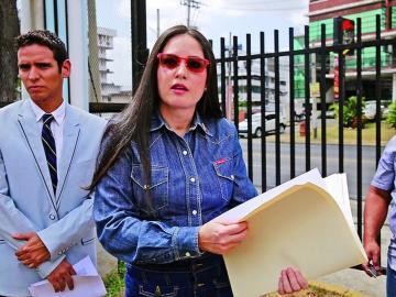 Van 16 mil firmas de panameños que exigen ley migratoria