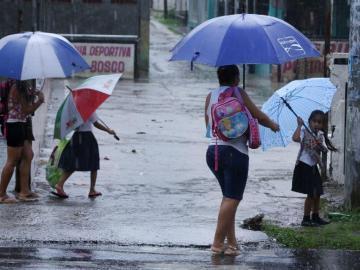 Extienden hasta hoy aviso de prevención por paso de la Onda Tropical N°17