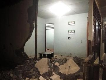 Un terremoto de magnitud 7,3 grados sacude isla al este de Indonesia