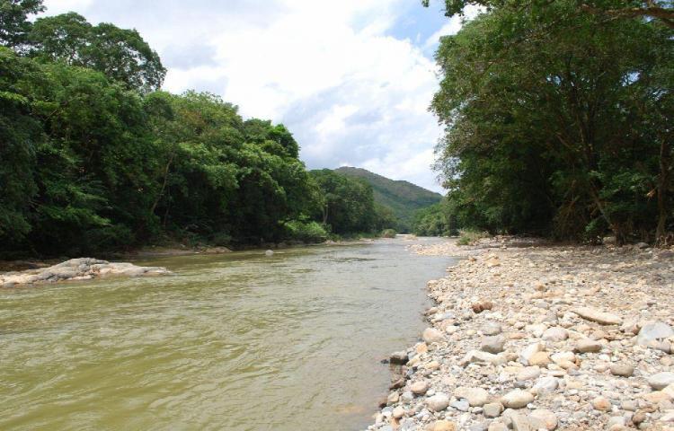 Murió ahogado mientras disfrutaba de las aguas del río Santa María