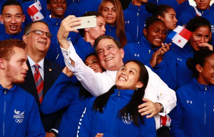 Cortizoabandera a delegación que nos representará en los Juegos Panamericanos
