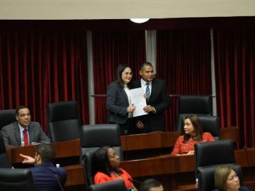 Proponen ley para investigar a los procuradores y contralores
