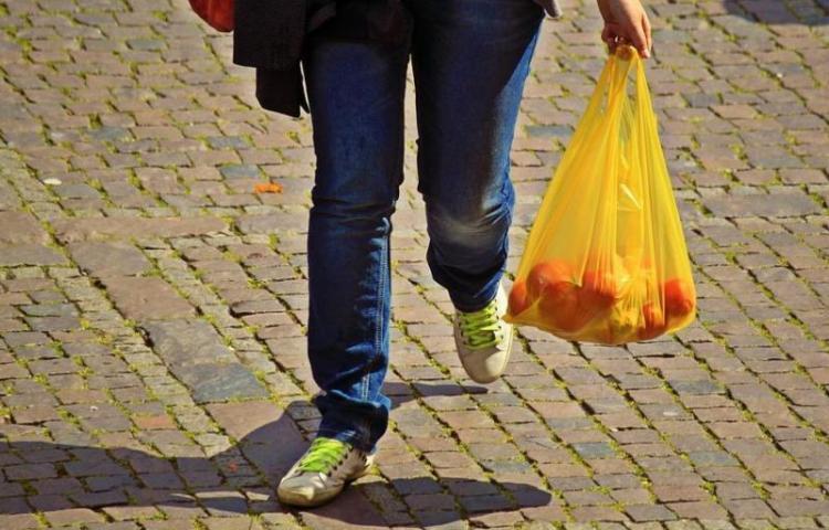 Bolsas plásticas desaparecen como parte de lucha por medio ambiente